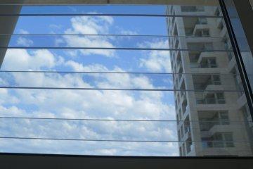 סורג שקוף למניעת נפילה מהחלון