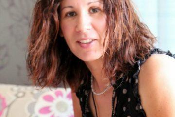 נותנים במה – תמי אקהאוס בראיון אישי